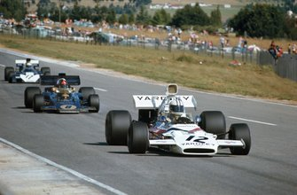 Denny Hulme, McLaren M19A Ford, leads Emerson Fittipaldi, Lotus 72D Ford, 2 and Mike Hailwood, Surtees TS9B Ford