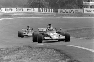 Ronnie Peterson, March 721G Ford precede Emerson Fittipaldi, Lotus 72D Ford, GP di Germania del 1972