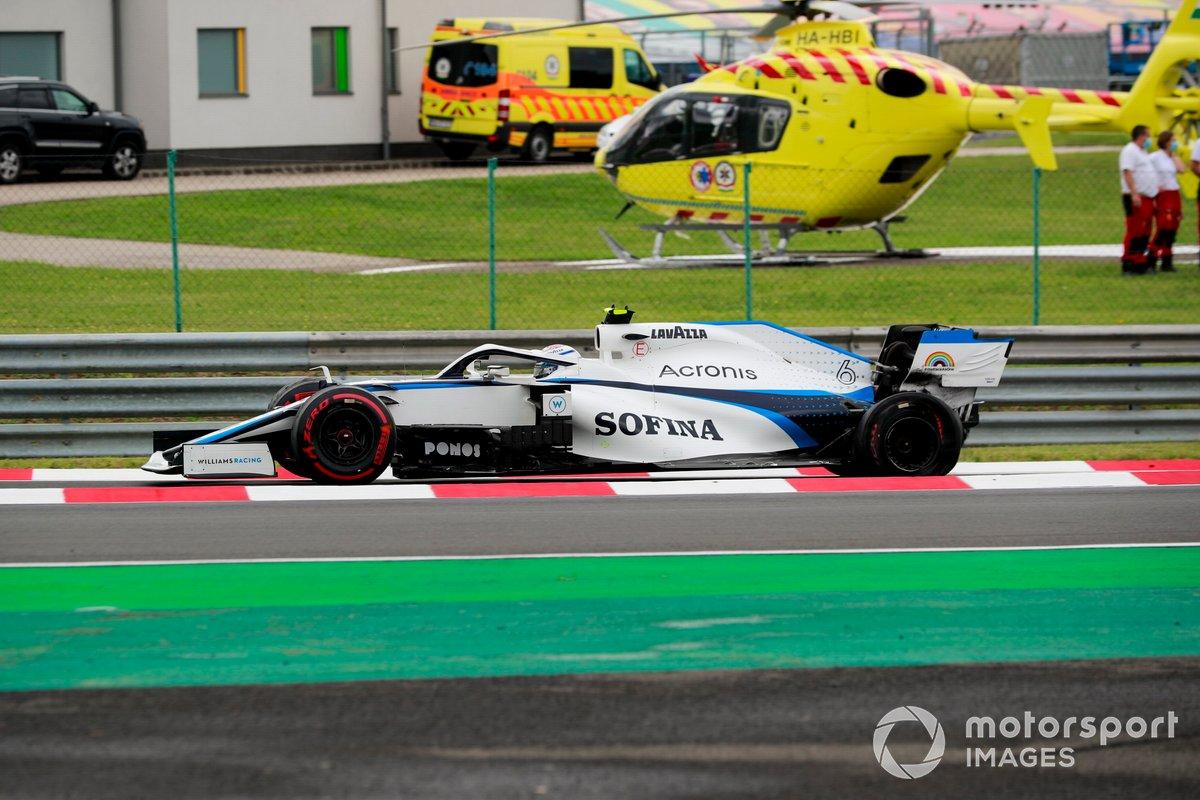 Nicholas Latifi, Williams FW43, sufre un pinchazo trasero