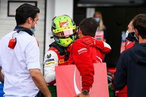 Mick Schumacher, Prema Racing festeggia al Parc Ferme