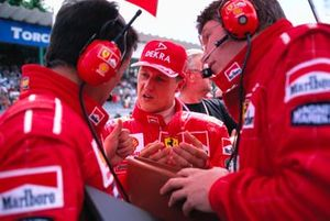 Michael Schumacher, Ferrari, avec Francesco Barletta et Ross Brawn