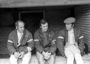 Denny Hulme, McLaren M19A Ford, Team manager Phil Kerr, Peter Gethin, McLaren M14A Ford