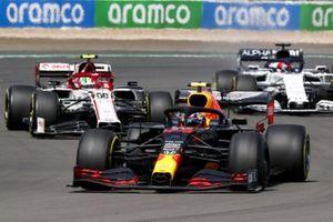Alex Albon, Red Bull Racing RB16, Antonio Giovinazzi, Alfa Romeo Racing C39 and Daniil Kvyat, AlphaTauri AT01