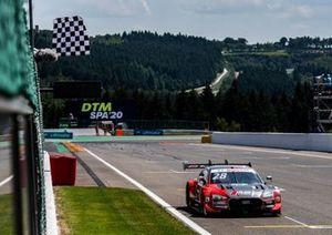 Checkered flag for Loic Duval, Audi Sport Team Phoenix, Audi RS 5 DTM