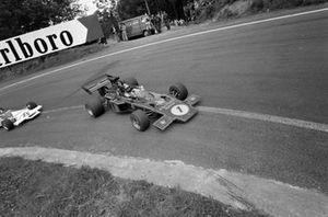 Emerson Fittipaldi, Lotus 72D Ford leads Helmut Marko, BRM P160B