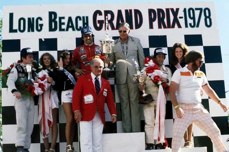 Podium: race winner Carlos Reutemann, Ferrari, second Mario Andretti, Lotus, third Patrick Depailler, Tyrrell