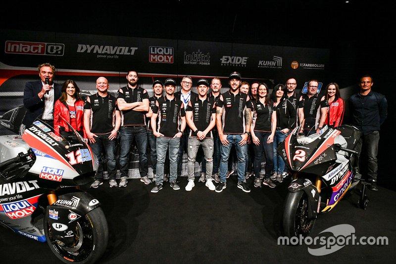 Marcel Schrotter, Intact GP, Thomas Luthi, Intact GP, Jesko Raffin, Intact GP mit den Teammitgliedern