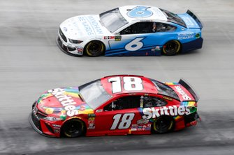 Kyle Busch, Joe Gibbs Racing, Toyota Camry Skittles Ryan Newman, Roush Fenway Racing, Ford Mustang Wyndham Rewards