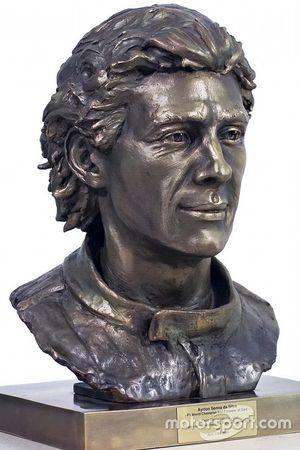 Escultura Ayrton Senna de Paula Senna Lalli