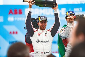 Race winner Sam Bird, Envision Virgin Racing celebrates with champagne on the podium