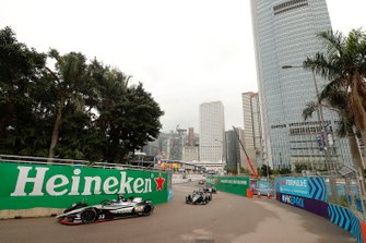 Oliver Rowland, Nissan e.Dams, Nissan IMO1, Stoffel Vandoorne, HWA Racelab, VFE-05, at the start of the race.