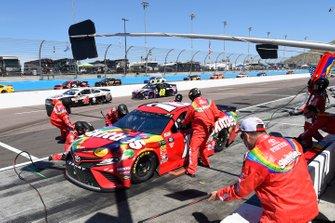Kyle Busch, Joe Gibbs Racing, Toyota Camry SKITTLES, makes a pit stop