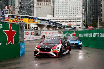 Simon Evans, Team Asia New Zealand Darryl O'Young, Jaguar VIP car