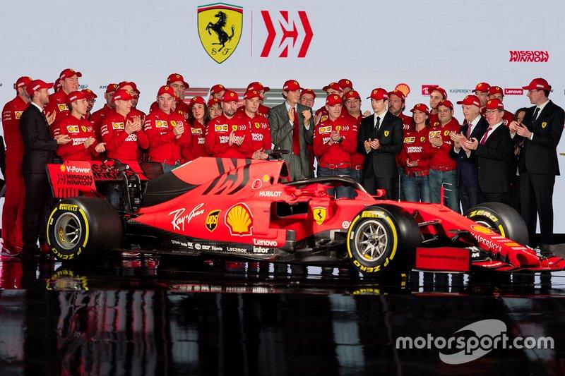 Charles Leclerc, Ferrari, Sebastian Vettel, Ferrari con i membri del team Ferrari