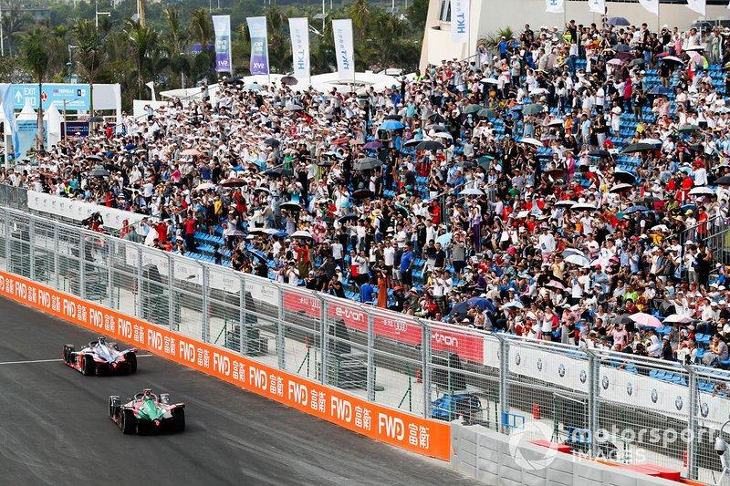 Lucas Di Grassi, Audi Sport ABT Schaeffler, Audi e-tron FE05, follows Jérôme d'Ambrosio, Mahindra Racing, M5 Electro