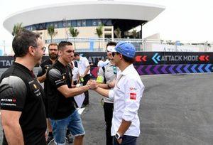 Felipe Massa, Venturi Formula E, shakes hands with Sébastien Buemi, Nissan e.Damss