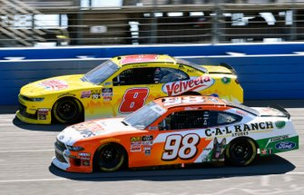 Chase Briscoe, Stewart-Haas Racing, Ford Mustang Nutri Chomps / C-A-L Ranch and Ryan Preece, JR Motorsports, Chevrolet Camaro Velveeta Shells and Cheese