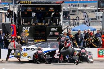 Daniel Hemric, Richard Childress Racing, Chevrolet Camaro Bulwark FR / Wayne Workwear pit stop