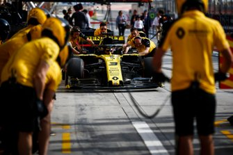 Renault F1 Team pit stop practice with Renault R.S.19
