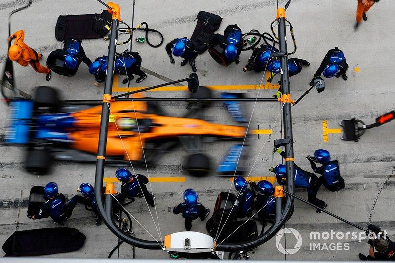 Lando Norris, McLaren MCL34, hace una parada