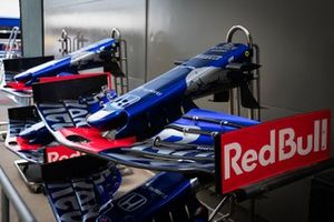 Alerón delantero del STR14 de Scuderia Toro Rosso
