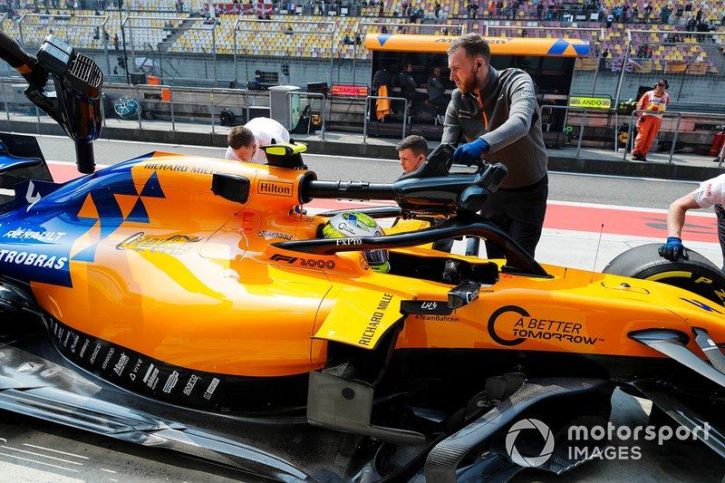 Lando Norris, McLaren MCL34, in the pits