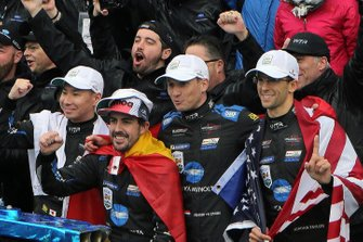 Race Winners #10 Konica Minolta Cadillac DPi-V.R.: Ренгер ван дер Занде, Джордан Тейлор, Фернандо Алонсо, Камуі Кобаясі