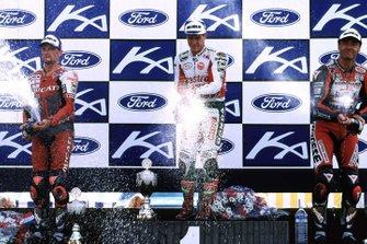 Podio: ganador John Kocinski, segundo lugar Carl Fogarty, tercer lugar Pier Francesco Chili
