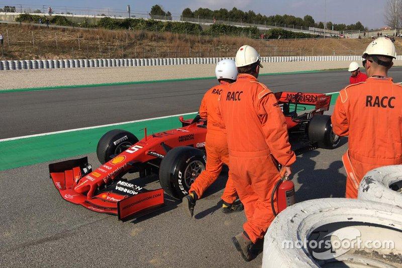 Sebastian Vettel, Ferrari SF90 detenido a un lado de la pista
