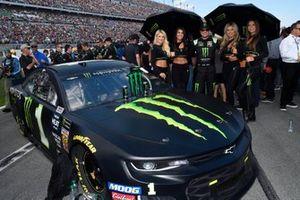 Kurt Busch, Chip Ganassi Racing, Chevrolet Camaro Monster Energy, with Monster girls