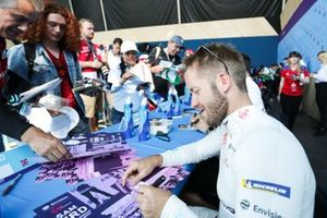 Sam Bird, Envision Virgin Racing at the autograph session