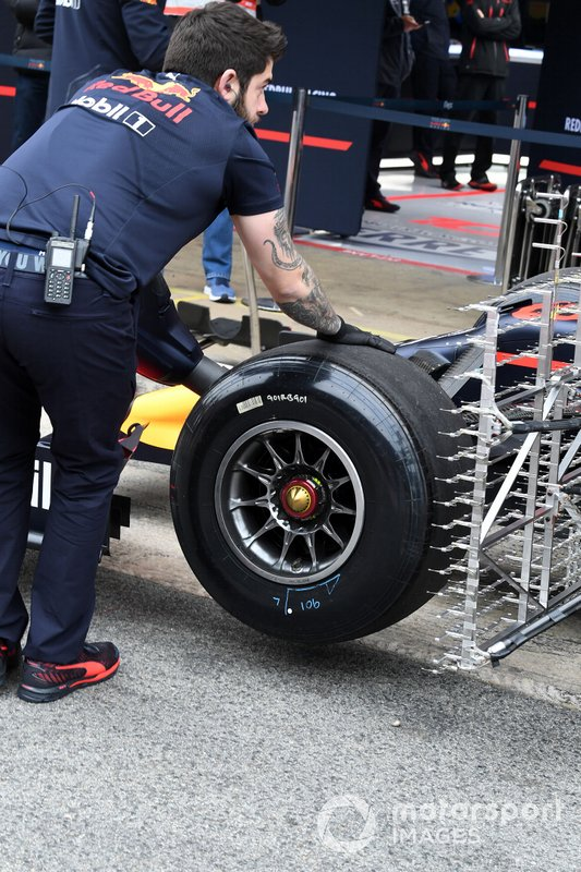 Red Bull Racing RB15 front wheel and aero sensors