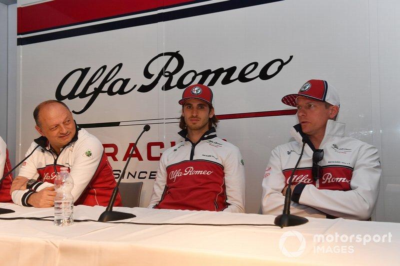 Frederic Vasseur, Team Principal Alfa Romeo Racing, Antonio Giovinazzi, Alfa Romeo Racing e Kimi Raikkonen, Alfa Romeo Racing in Conferenza stampa