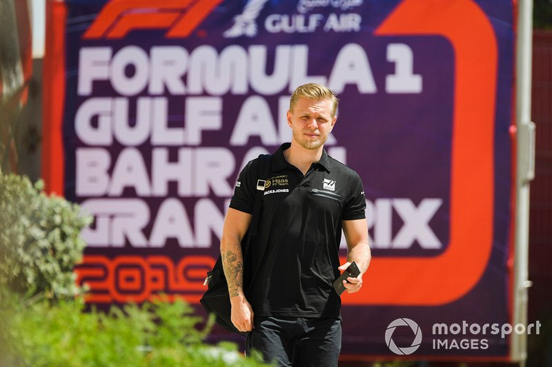 Kevin Magnussen, Haas F1, arriva nel paddock