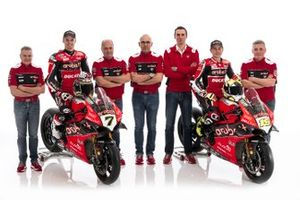 Chaz Davies, Aruba.it Racing-Ducati SBK Team, Alvaro Bautista, Aruba.it Racing-Ducati SBK Team et les membres de l'équipe