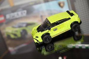 Lamborghini Urus ST-X, model