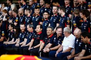A Red Bull Racing Honda group photo, including Toyoharu Tanabe, F1 Technical Director, Honda, Masashi Yamamoto, General Manager, Honda Motorsport, Christian Horner, Team Principal, Red Bull Racing, Helmut Marko, Consultant, Red Bull Racing and Adrian Newey, Chief Technical Officer, Red Bull Racing