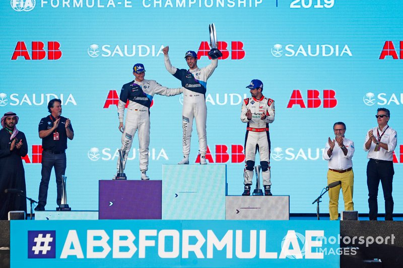 Race winner Alexander Sims, BMW I Andretti Motorsports celebrates on the podium with Maximilian GŸnther, BMW I Andretti Motorsports, 2nd position, Lucas Di Grassi, Audi Sport ABT Schaeffler, 3rd position