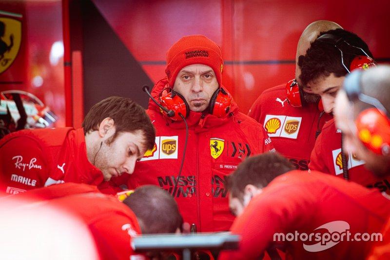 Симоне Реста в боксах Ferrari