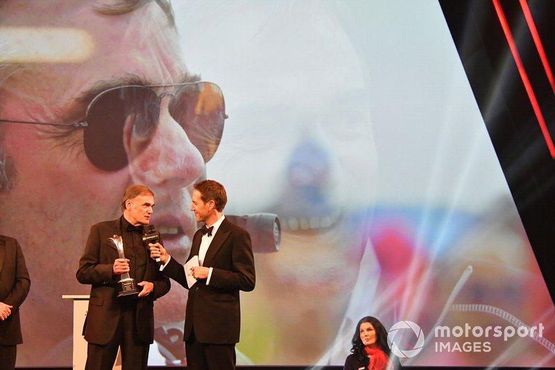Dick Bennetts recibe el Premio Gregor Grant
