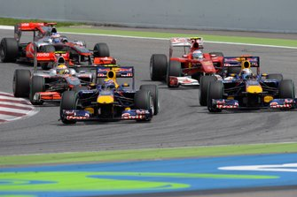 Mark Webber, Red Bull Racing RB6 devant Sebastian Vettel, Red Bull Racing RB6