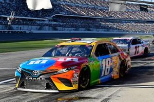 Kyle Busch, Joe Gibbs Racing, Toyota Camry M&M's and Denny Hamlin, Joe Gibbs Racing, Toyota Camry FedEx Express