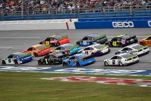 Chase Elliott, Hendrick Motorsports, Chevrolet Camaro NAPA Night Vision leads