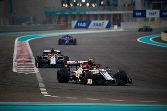 Antonio Giovinazzi, Alfa Romeo Racing C38, leads Kimi Raikkonen, Alfa Romeo Racing C38, and Daniil Kvyat, Toro Rosso STR14