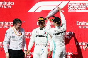 Wereldkampioen Lewis Hamilton, Mercedes AMG F1, race winnaar Valtteri Bottas, Mercedes AMG F1 en James Allison, Technical Director, Mercedes AMG