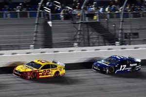 Joey Logano, Team Penske, Ford Mustang Shell Pennzoil and Chris Buescher, Roush Fenway Racing, Ford Mustang Fastenal