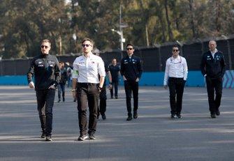 Stoffel Vandoorne, Mercedes Benz EQ con alcuni membri del team