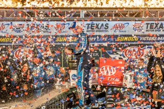 Kevin Harvick, Stewart-Haas Racing, Ford Mustang Busch Beer / Ducks Unlimited victory lane