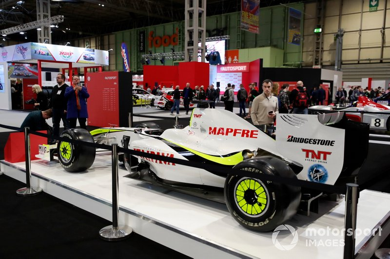 Brawn BGP001 en el stand de Autosport