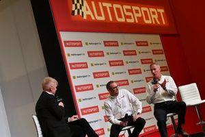 Ian Warhurst y Andy Green son entrevistados en el escenario